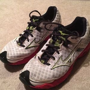 Mizuno Wave Precision 13 - Men's Running Shoe